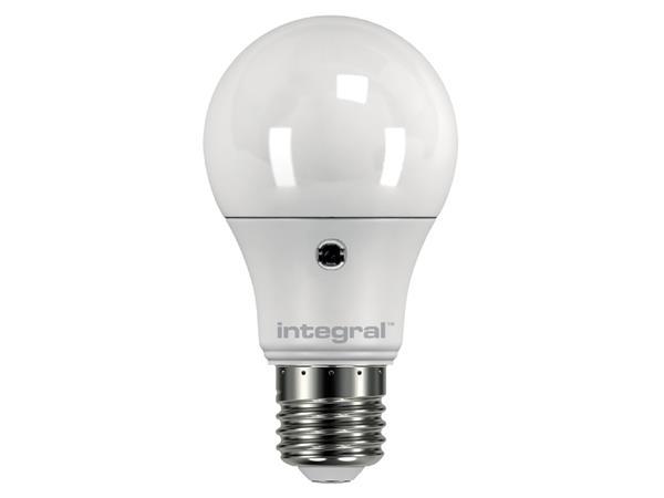 LEDLAMP INTEGRAL E27 5.5W 5000K DAG/NACHT SENSOR